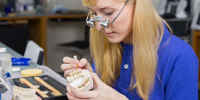 etude pour prothesiste dentaire Découvrez quelles sont les fonctions d'un prothésiste dentaire et quelle formation choisir pour exercer accueil prothesiste dentaire bonjour.